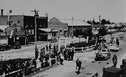 1932 BACK TO YARRAM PARADE
